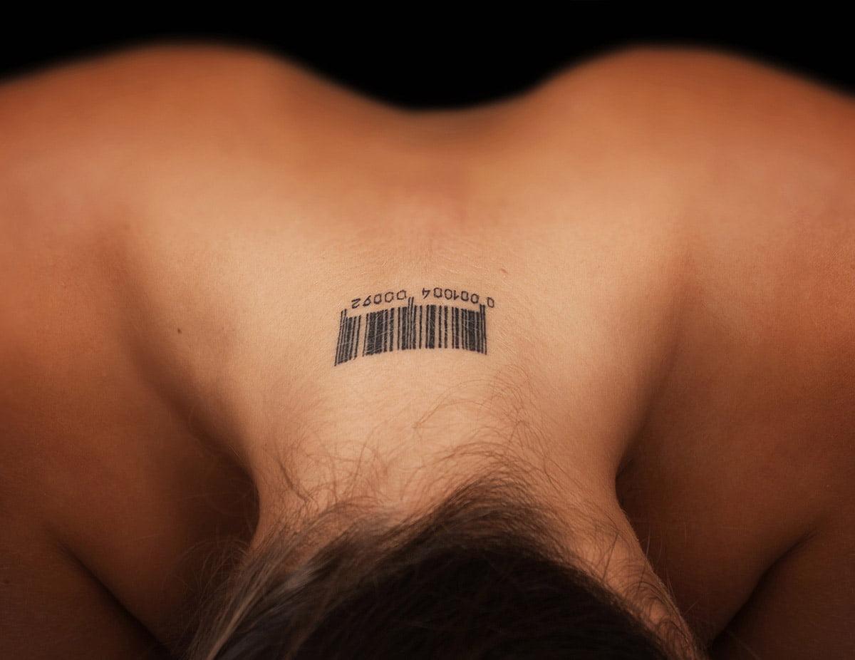 Blizna po usuwaniu tatuazu. Jak usuwac tatuaz i zmniejszyc blizne. Co na blizne po tatuazu. Contractubex
